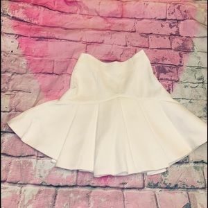 c/meo  No Competition pleated off white miniskirt